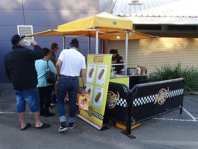 Diggetys-Hot-Dogs-event-Red-Robin-Market-Mt-Barker2