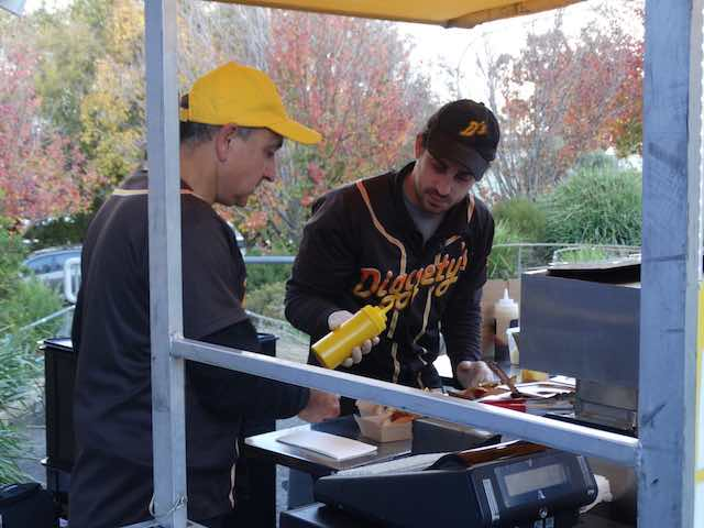 Diggetys-Hot-Dogs-event-Red-Robin-Market-Mt-Barker4