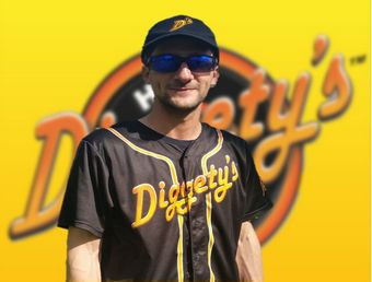 Diggetys-Hot-Dogs-staff-Andrew